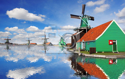 Windmühlen mit Kanal in Zaanse Schans, Niederlande