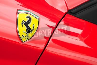 Poster Winnersh, Großbritannien - 18. Mai 2013: Ferrari Sportwagen-Abzeichen Großansicht; Teil einer Sammlung der klassischen und modernen Fahrzeugen angezeigt für einen guten Zweck in Bearwood College in Wi