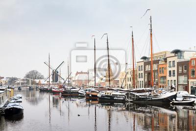 Winter-Stadtbild von 'Het Galgenwater' in Leiden, Niederlande