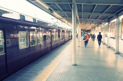 Poster 駅 の ホ ー ム と 通勤 す る ビ ジ ネ ス マ ン