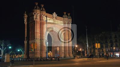 Nachtansicht von Arch de Triumph in Barcelona, Spanien
