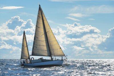 Poster Yacht Segeln an einem sonnigen Tag in Riga Bucht