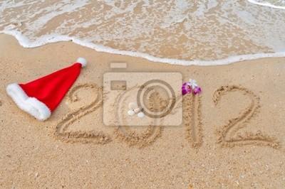 Zahlen 2012 und Santa Hut auf tropischen Strand Sand