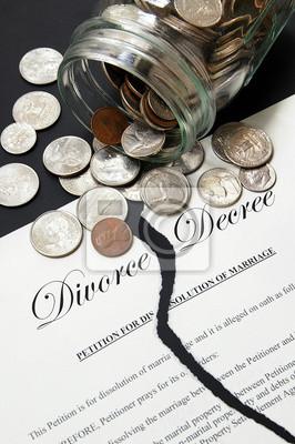 zerrissenen Scheidungsvereinbarung und Geld von einer Münze jar