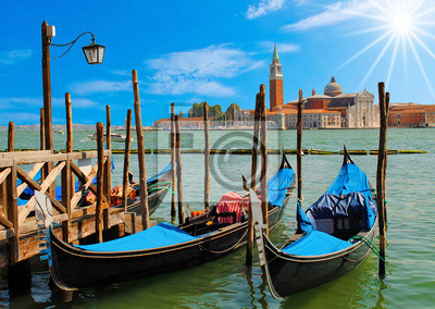 Zwei Gondeln in Venedig