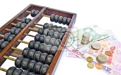 Abacus und Thailand das Geld auf weißem Hintergrund