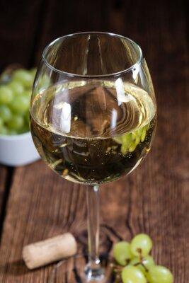 Sticker Alte Holztisch mit Weißwein