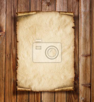 Altes Papier auf dem Holz Hintergrund