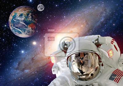 Astronaut spaceman Helm Weltraum Mond Planet Erde Globus. Elemente dieses Bildes von der NASA eingerichtet.