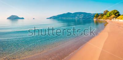 Sticker Atemberaubende Morgenansicht des Strandes der Zakynthos (Zante) Insel. Sonniger Frühlingsmeerblick des ionischen Meeres, Griechenland, Europa. Schönheit des Naturkonzepthintergrundes.