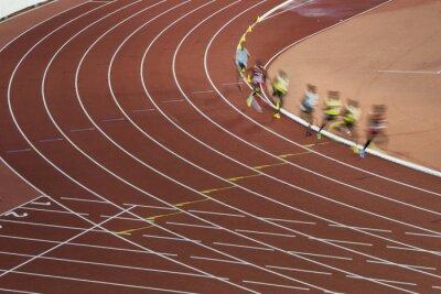 Athleten auf der Strecke in Bewegung. Berufslauf war Vorbereitung auf olympisches Spiel