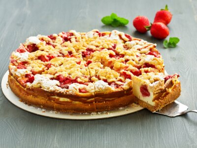 Baked cheesecake with strawberries and crumbles.