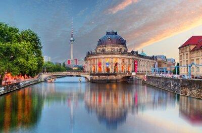 Sticker Berlin, Bode-Museum mit Reflexion im Spree, Deutschland