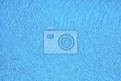 Blaue Pooloberfläche. Sommerferien Hintergrund.