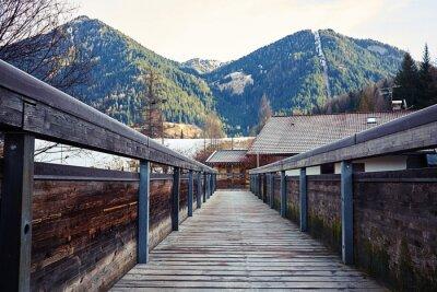 Sticker Blick auf die Berge von der Brücke