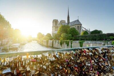 Sticker Blick auf Notre-Dame-Kathedrale in Paris mit berühmten Schlösser der Liebe