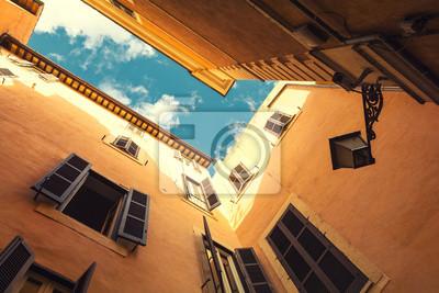 Blick von der Ecke in Rom zu sonnigen Himmel