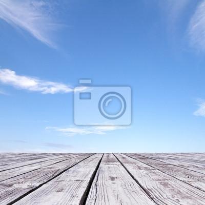 Boden und blauer Himmel