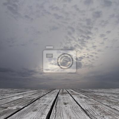 Boden und düsteren Himmel
