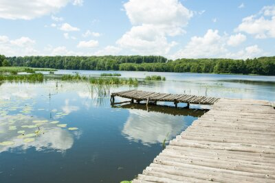 Sticker Brücke über den See an einem sonnigen Tag