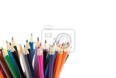Bunte Bleistifte in Eimer, isoliert auf weiss