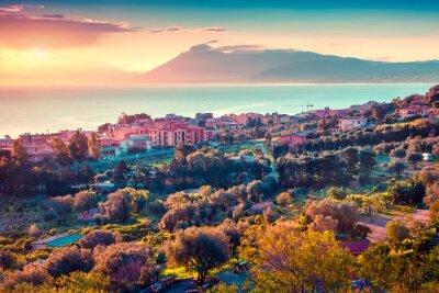 Sticker Bunte Frühjahr Sonnenuntergang im Dorf Solanto