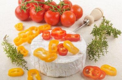Sticker Camembert mit Paprika, Tomaten und Thymian