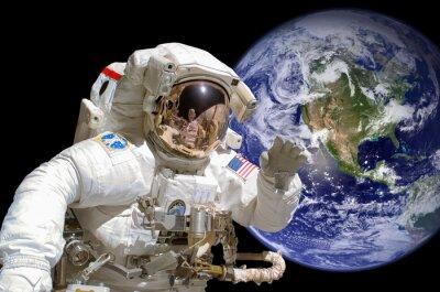 Sticker Close up eines Astronauten im Weltraum, die Erde im Hintergrund - Elemente dieses Bildes von der NASA zur Verfügung gestellt