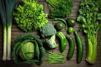 Sticker Composition de légumes einzigartig verts sur une table en bois