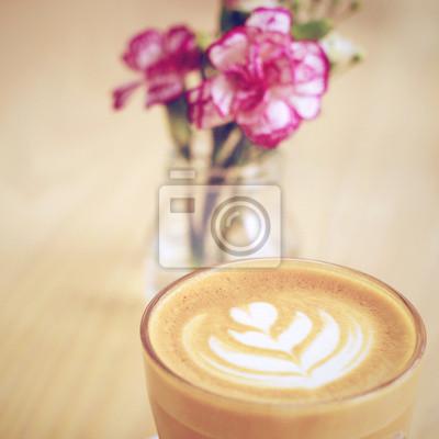 Cup of art Latte oder Cappuccino mit Blumen, retro-Filter