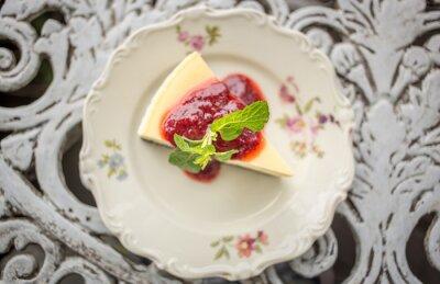 Sticker Dessert - Käsekuchen mit Beeren Sauce und Grüne Minze, Ansicht von oben