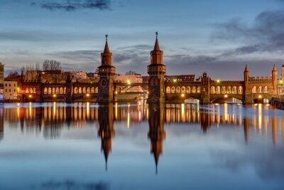 Sticker Die Spree und die Oberbaumbrücke in Berlin im Morgengrauen