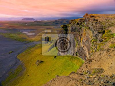 Sticker Dramatische felsigen Küste Landschaft von Island