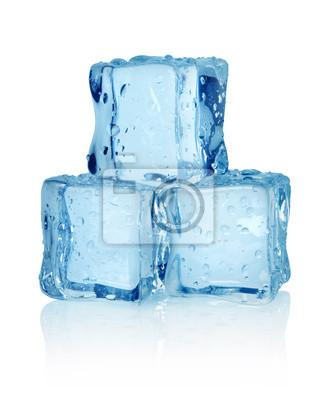 Drei Eiswürfel isoliert