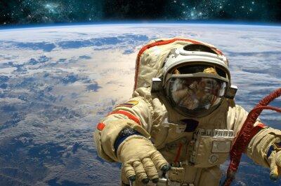 Sticker Ein Kosmonaut schwimmt im Raum. - Elemente dieses Bildes von der NASA eingerichtet.