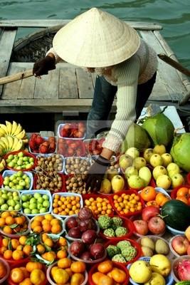 einige Früchte auf dem Boot - Vietnam