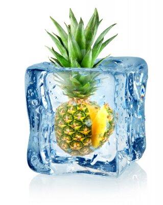 Eiswürfel und Ananas