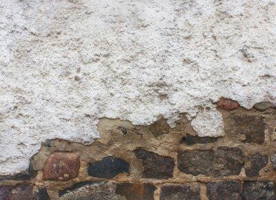 Felsziegel und Betonmauer