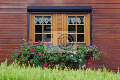 Fenster Aus Holz Mit Rollladen Und Blumenkasten In Holzfassade