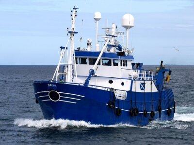 Sticker Fischereifahrzeug 15b, Fischereifahrzeug unterwegs zum Hafen, um Fische zu landen.
