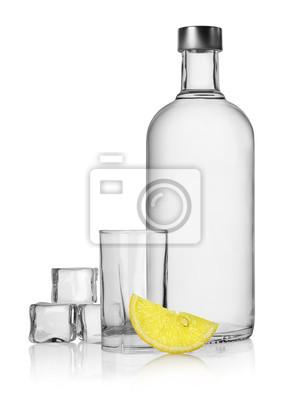 Flasche Wodka und Zitrone