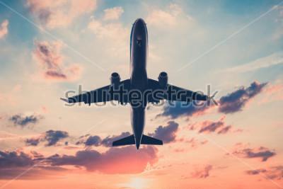 Sticker Flugzeug am Sonnenuntergang Himmel - Flugzeuge, Jet am szenischen Himmel Hintergrund