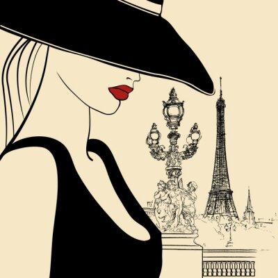 Frau auf Alexander III-Brücke in Paris