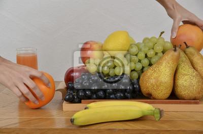 Frische Früchte, Zitrusfrüchte, Äpfel, Bananen, Orangen, Birnen, Trauben