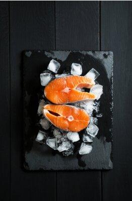 Sticker Frische Lachsstücke auf Eis