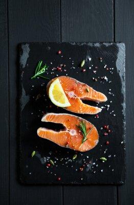 Sticker Frische Scheiben Lachs mit Zitrone und Gewürze