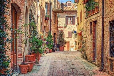 Sticker Gasse in der Altstadt von Toskana