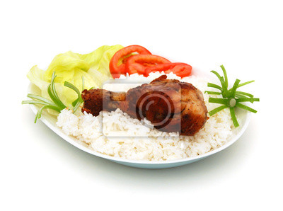 gebratenes Huhn mit Reis und frischem Salat