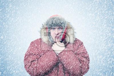 Sticker Gefrorener Mann in Winterkleidung erwärmt Hände, Kälte, Schnee, Schneesturm