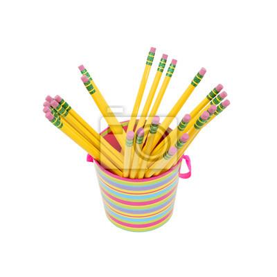 Gelbe Bleistifte in der Bürocup. Isoliert auf weiss